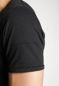 Tigha - ELIANO - Camiseta básica - black - 5