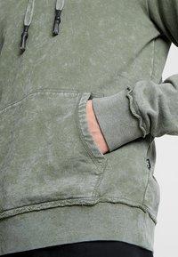 Tigha - NOUR - Hoodie - vintage military green - 5