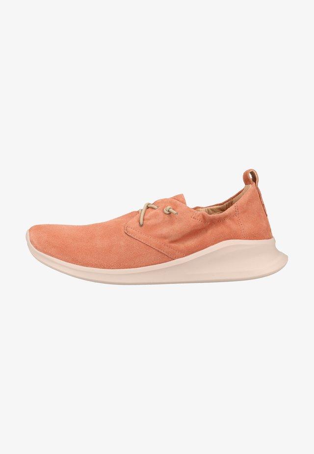 Sneakers - salmon