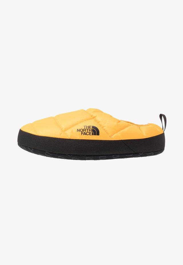MEN'S TENT MULE III - Kuntoilukengät - yellow/black
