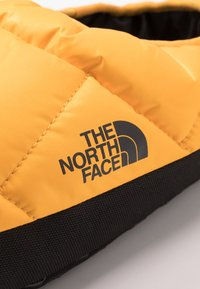 The North Face - MEN'S TENT MULE III - Obuwie treningowe - yellow/black - 5