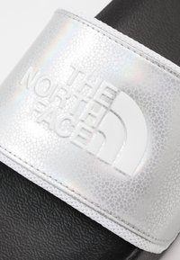 The North Face - BASE CAMP SLIDE II SPACE - Pantofle - metallic silver/white - 5