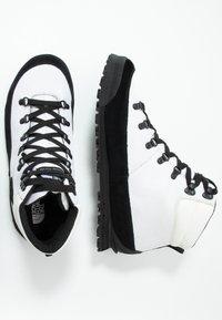 The North Face - MEN'S BACK-TO-BERKELEY - Schnürstiefelette - white/black - 1