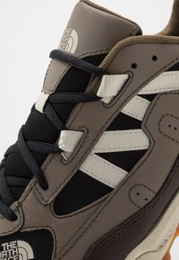 The North Face - ARCHIVE TRAIL KUNA CREST - Baskets basses - chocolate brown/black - 5
