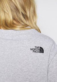 The North Face - CROPPED FINE TEE - T-shirts med print - light grey - 4