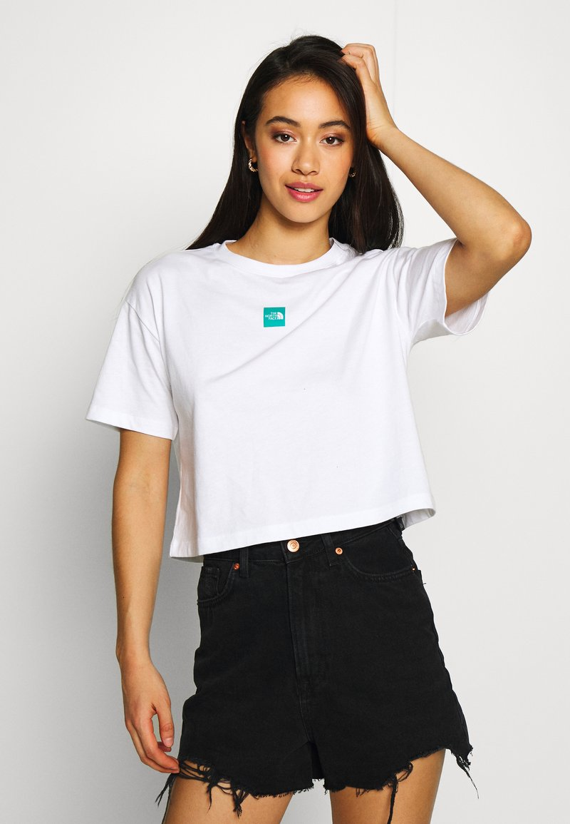 The North Face - CENTRAL LOGO CROP TEE - T-shirts med print - white/jaiden green