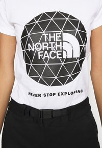 The North Face - GEODOME TEE - T-shirts med print - white - 5