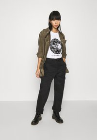 The North Face - GEODOME TEE - T-shirts med print - white - 1