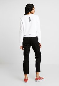 The North Face - RAGECROPPED CREW - Sweatshirt - white - 2