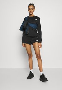 The North Face - TRAIN LOGO CROP - Sweatshirt - black - 1