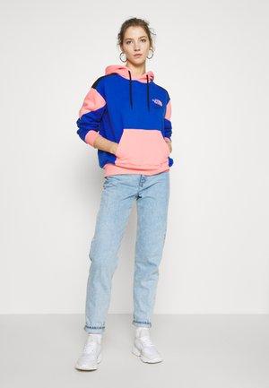 EXTREME CROPPED HOODIE - Hoodie - blue/miami pink/black