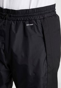 The North Face - MOUNTAIN LIGHT  - Pantalones deportivos - black - 3