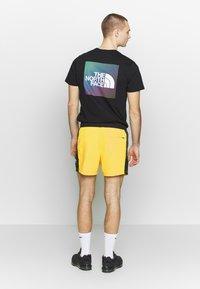 The North Face - EXTREME - Shorts - lemon combo - 2