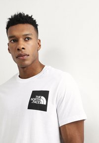 The North Face - FINE TEE - T-shirt med print - white/black - 4