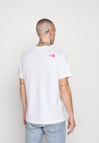 The North Face - FINE TEE - Print T-shirt - white/mr. pink - 0
