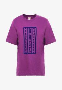 The North Face - RETRO RAGEDD TEE - T-shirt print - phlox purple - 4