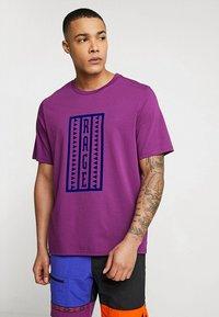 The North Face - RETRO RAGEDD TEE - T-shirt print - phlox purple - 0