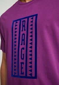 The North Face - RETRO RAGEDD TEE - T-shirt print - phlox purple - 3