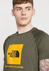 The North Face - RAG BOX - T-shirt print - new taupe green - 4