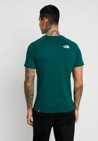 The North Face - RAG BOX - Printtipaita - night green - 2