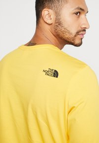 The North Face - STRIPE BOX TEE - Long sleeved top - yellow/black - 3