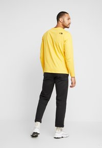 The North Face - STRIPE BOX TEE - Long sleeved top - yellow/black - 2
