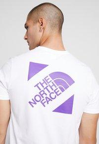 The North Face - SLANTED LOGO TEE - T-Shirt print - hero purple - 4