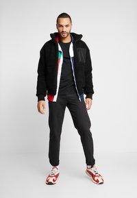 The North Face - SLANTED LOGO TEE - Top sdlouhým rukávem - black/white - 1