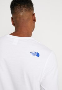 The North Face - FILLED LOGO TEE - T-shirt à manches longues - white - 3