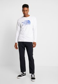 The North Face - FILLED LOGO TEE - T-shirt à manches longues - white - 1