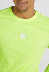 The North Face - GRAPHIC TEE - Bluzka z długim rękawem - bright yellow - 5