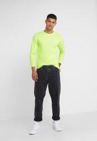 The North Face - GRAPHIC TEE - Bluzka z długim rękawem - bright yellow - 1