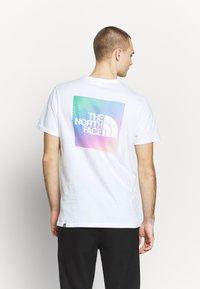 The North Face - Print T-shirt - white/ lemon - 2