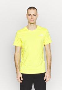 The North Face - T-shirt z nadrukiem - lemon/white - 2