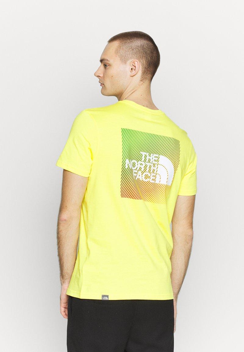 The North Face - T-shirt z nadrukiem - lemon/white