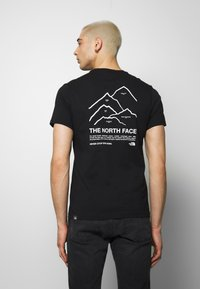 The North Face - PEAKS TEE - T-shirts med print - black - 2