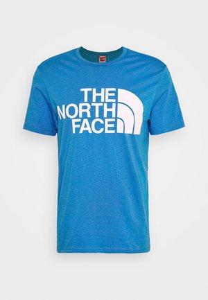 STANDARD TEE - Print T-shirt - clear lake blue