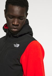 The North Face - DENALI ANORAK - Jersey con capucha - fiery red - 5