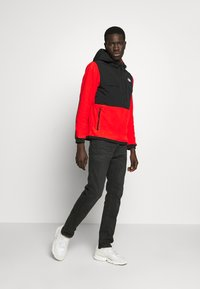 The North Face - DENALI ANORAK - Jersey con capucha - fiery red - 1