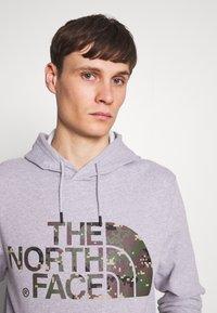 The North Face - STANDARD HOODIE - Huppari - light grey heather - 4