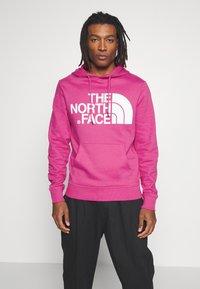The North Face - STANDARD HOODIE - Mikina skapucí - mr. pink - 0