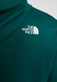 The North Face - STANDARD HOODIE - Bluza z kapturem - night green - 5