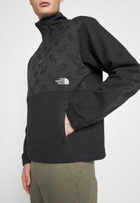The North Face - GRAPHIC COLLECTION - Bluza - black - 4