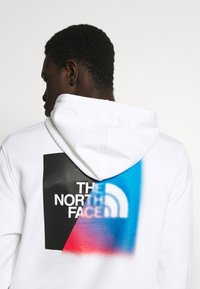 The North Face - GRAPHIC HOODIE - Mikina skapucí - white/ black - 4