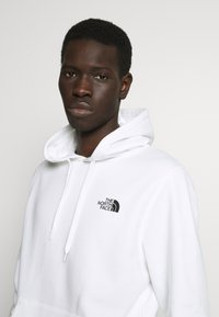 The North Face - GRAPHIC HOODIE - Mikina skapucí - white/ black - 3