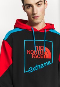 The North Face - EXTREME HOODIE - Huppari - black/fiery red/meridian blue - 4