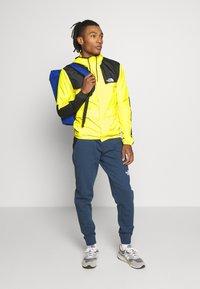 The North Face - SEASONAL MOUNTAIN JACKET  - Summer jacket - lemon - 1