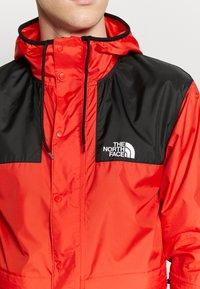 The North Face - MOUNTAIN SEASONAL CELEBRATION - Kurtka wiosenna - fiery red/black - 5
