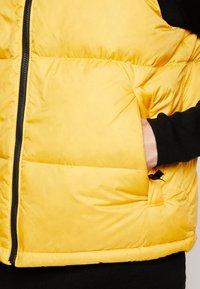 The North Face - 1996 RETRO NUPTSE VEST - Kamizelka - yellow - 5