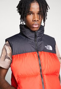 The North Face - 1996 RETRO NUPTSE VEST - Smanicato - fiery red - 3